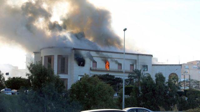 مقر وزارة الخارجية الليبية يحترق