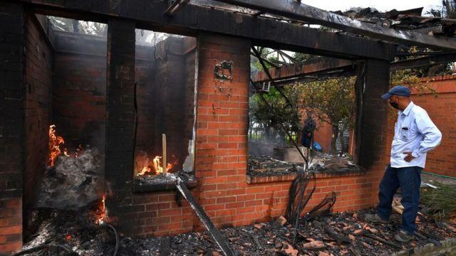 Un peaje incendiado por manifestantes en Villa Rica, Colombia, 27 de mayo, 2021