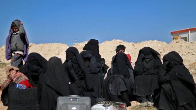 بسیاری از غیرنظامیان باقی مانده در واقع همسران و کودکان اعضای داعش هستند