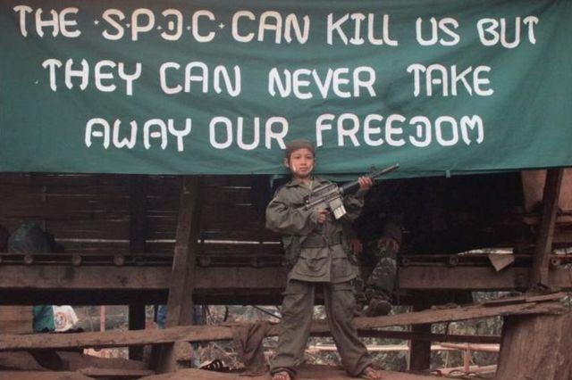 武装組織「カレン民族同盟」の少年兵(写真は2000年1月)