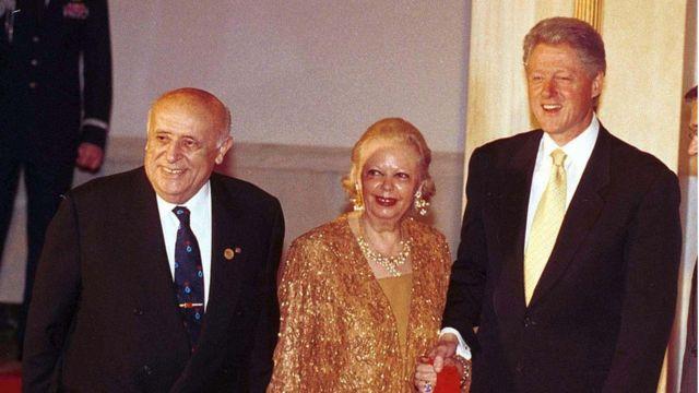 Demirel 1999'da eşi Nazmiye Demirel ile birlikte Beyaz Saray'da dönemin ABD Başkanı Bill Clinton ile görüşmüştü