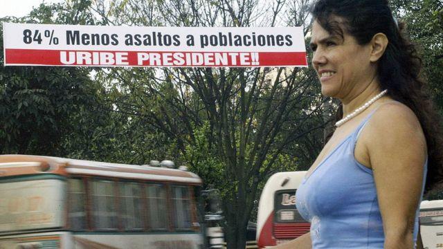 Durante su presidencia (2002-2010), Uribe puso mucho énfasis en el área de seguridad, lo que la ganó apoyos pero también muchas críticas.