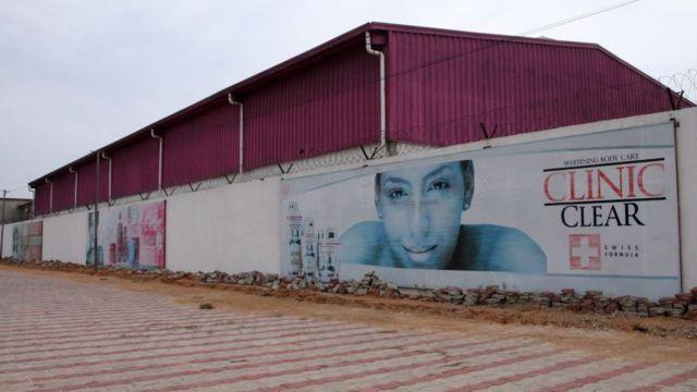Le siège de l'entreprise Dodo Cosmetics qui produit des crèmes éclaircissantes à Lome en Juillet 2018.