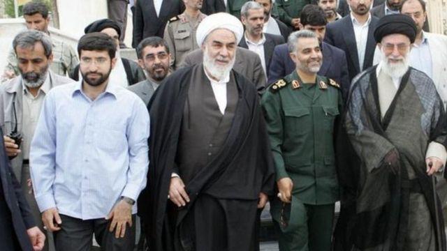حسین نجات (بیسیم به دست، نفر اول از سمت چپ) به تازگی جانشین رئیس سازمان اطلاعات سپاه شده است