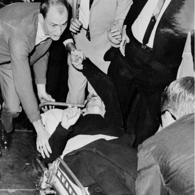 Ruby disparó a Oswald cuando era cambiado de comisaría.