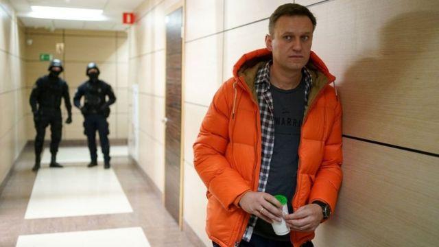 پلیس بارها به دفتر کار ناوالنی حمله کرده