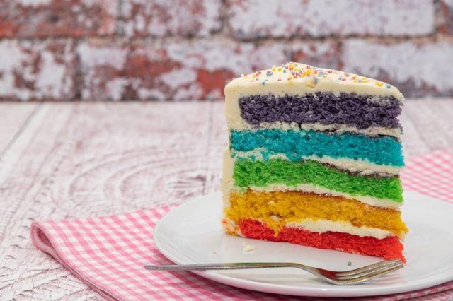Torta u duginim bojama