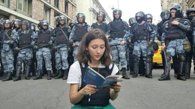 Olga čita ustav