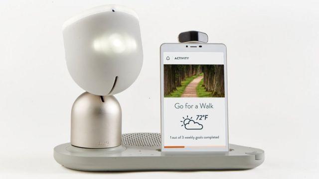 ElliQ robot y tableta