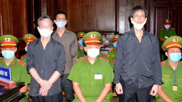 Ông Phạm Chí Dũng, ông Nguyễn Tường Thụy và ông Lê Hữu Minh Tuấn trong phiên tòa hôm 5/1/2020