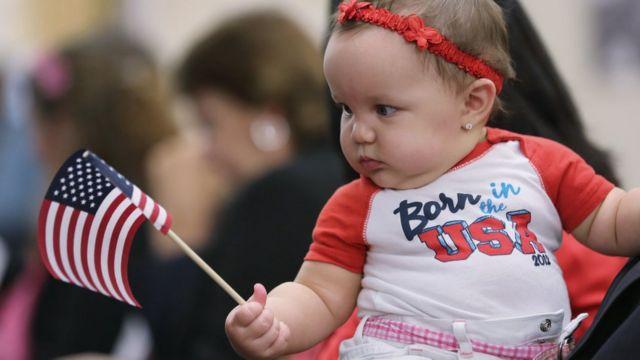 Девочка с американским флагом