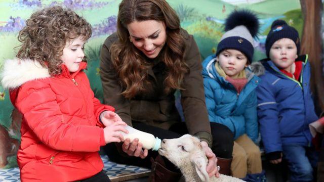 Кейт с детьми на ферме в Северной Ирландии