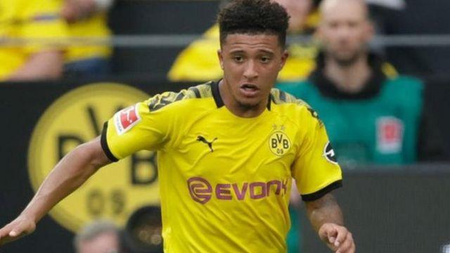 Kiungo wa Borussia Dortmund na England ananyatiwa na Man United