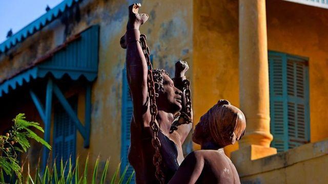 Monumento de recordação da escravidão no Senegal