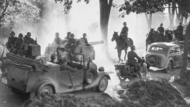 Soldados alemanes avanzando sobre Polonia.
