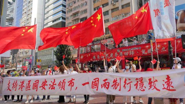 亲北京团体在香港铜锣湾闹市庆祝北京颁布《香港国安法》(中新社照片30/6/2020)
