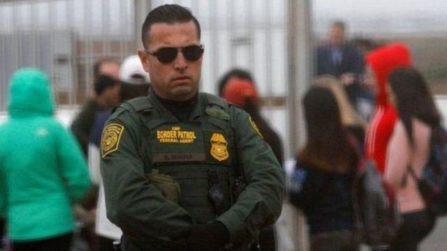 Миграциялык полицияга кошумча 10 миң кызматкер алып, ал эми чек ара күзөтүн беш миңге көбөйтүү пландалууда.