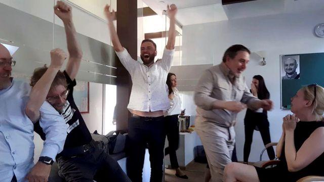 基辅,ATR电视台同事从电视上看到巴布琴科还活着时,欢欣鼓舞
