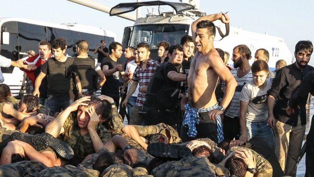 Избиение солдат в Стамбуле