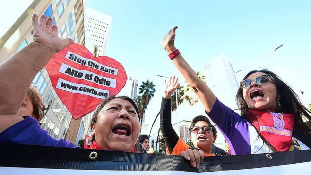 Protesta contra la política de inmigración de Trump en Los Ángeles.