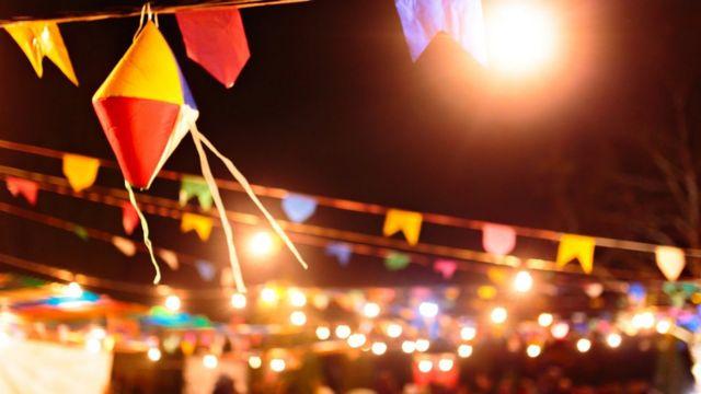 Balão e bandeirinhas