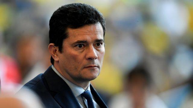 Sergio Moro aparece com olhar compenetrado