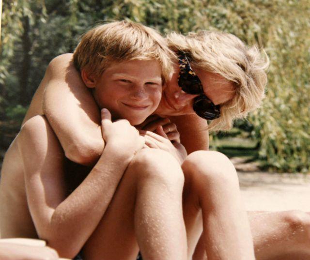 Harry com Diana em 19 de abril de 1992