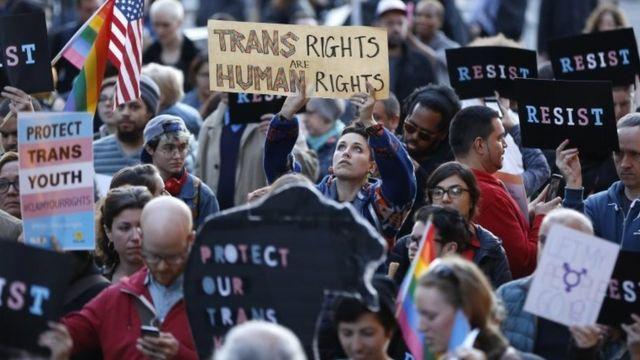 Trans gençlere destek yürüyüşü