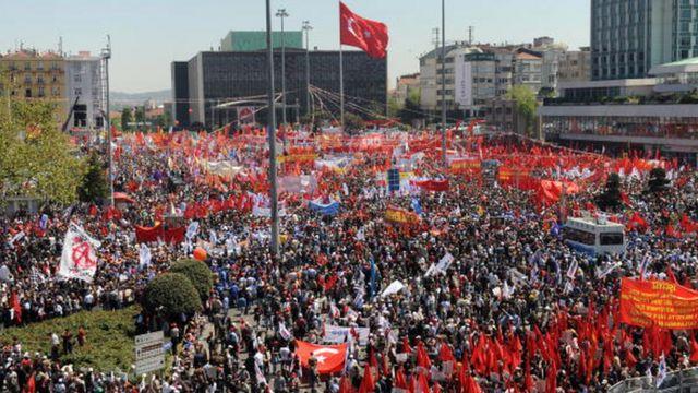 Taksim Meydanı birçok protesto gösterileri ve mitinglere de sahne oluyor - 1 Mayıs 2010