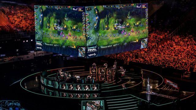 G2 e-sporları sahnede canlı yayında