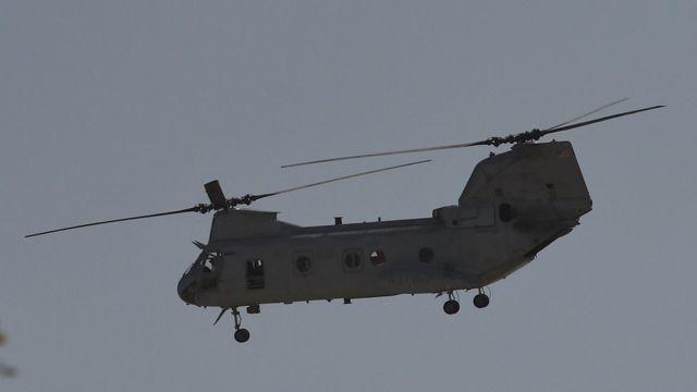 Hình ảnh một máy bay trực thăng quân sự của Mỹ đang bay gần đại sứ quán Mỹ ở Kabul vào ngày 15/8/2021.