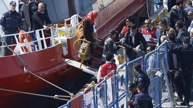 Migrants arrive in Dikili, Turkey