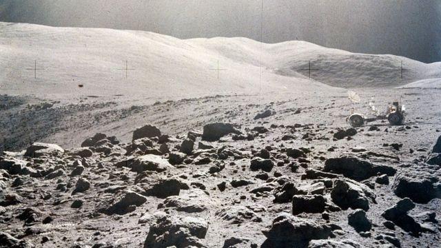 Vista panorâmica da superfície da Lua, Apollo 15, 1971