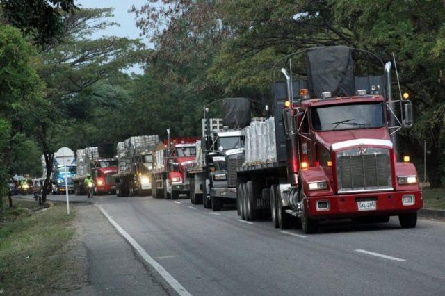 Kolombiya'ya getirilen yardım kamyonları