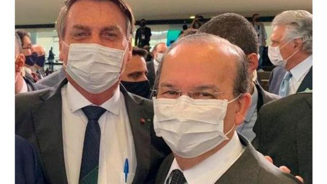 Senador Jorginho Mello posa com o presidente Jair Bolsonaro