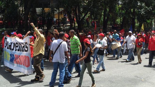 Manifestantes progubernamentales