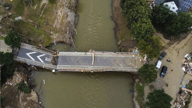 A smashed bridge in Ahrweiler