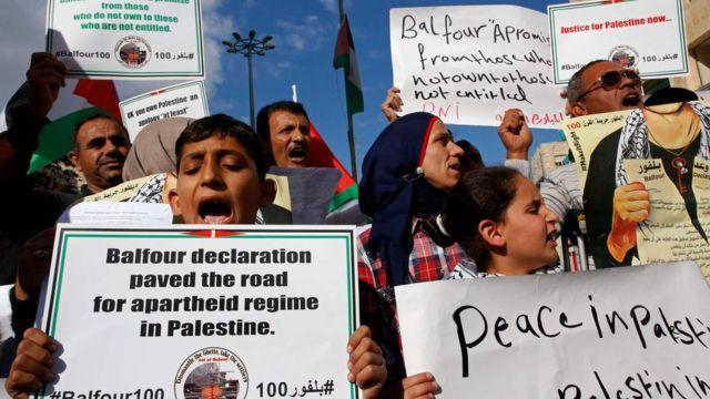 فلسطينيون يتظاهرون ضد الاحتلال في الضفة الغربية