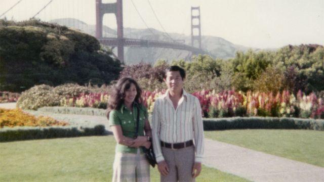 Тед и Кристи на фоне моста Золотые ворота