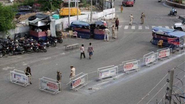 जम्मू कश्मीर में लगा कर्फ्यू