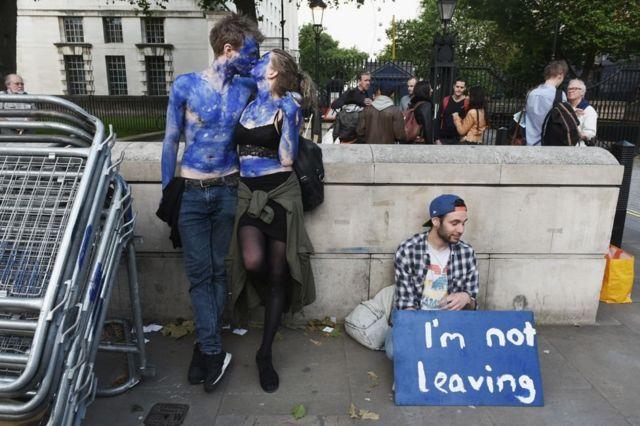 Jóvenes protestando contra el Brexit en Reino Unido.
