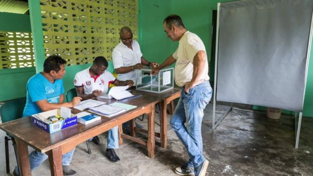 一些法國海外領土的投票已開始,圖為法屬圭亞那的投票站。