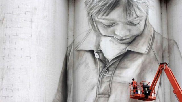 دیوارنگاری، اثر گوئیدو فان هلتن، هنرمند خیابانی
