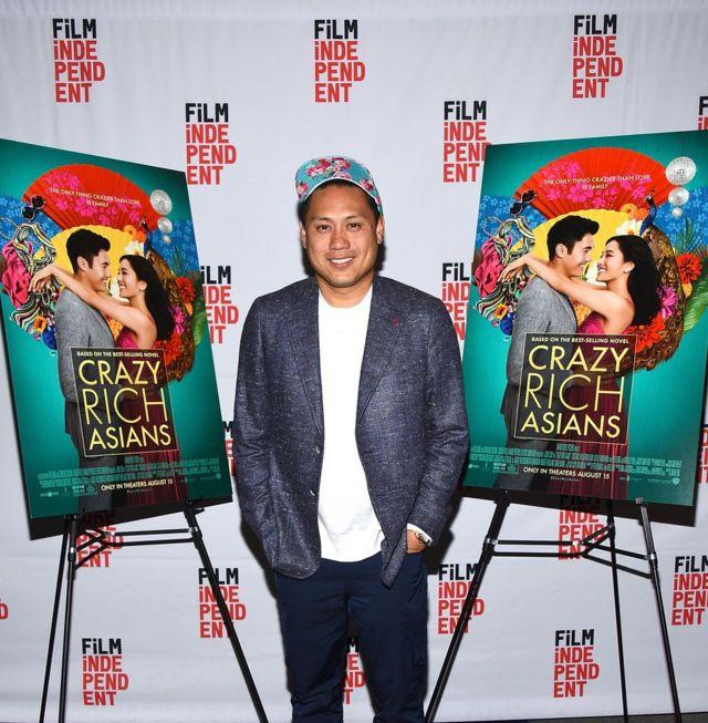 导演朱浩伟(Jon M.Chu,如图):一位出生在当地的华人二代,导演了25年来第一部,全部都是亚裔角色的好莱坞电影。