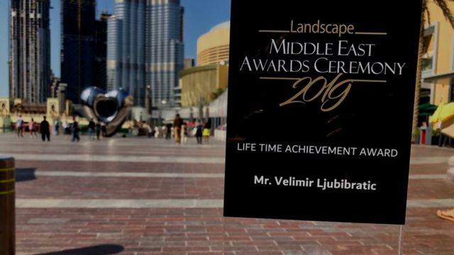 Nagradu za životno delo Ljubibratiću je dodelio šeik Šardže, jednog od gradova Emirata