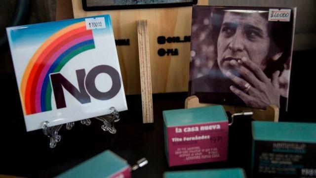 El Museo de la Memoria, en Santiago de Chile, vende recuerdos como el poster con el NO utilizado en la campaña para el plebiscito.