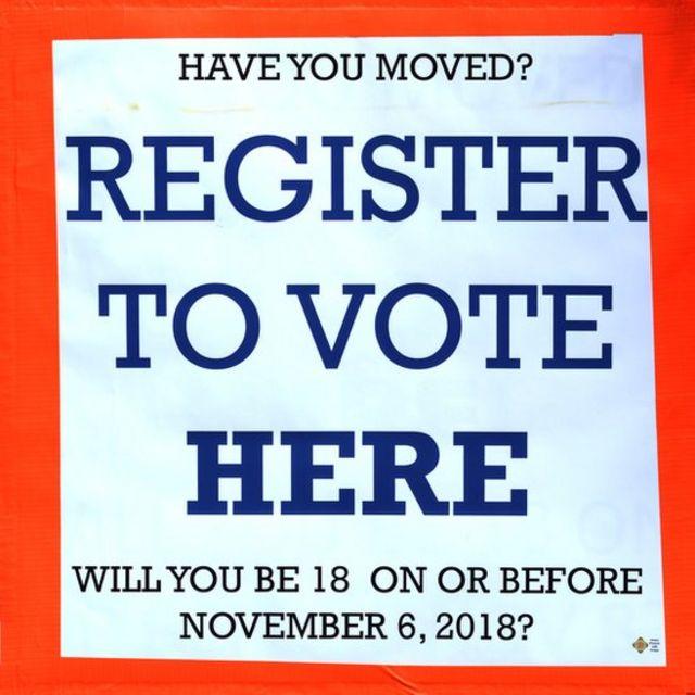 Cartel que promueve el registro para votar en Estados Unidos