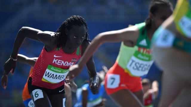 Margaret Wambui, de Kenia, en acción en la prueba de 800 metros planos.