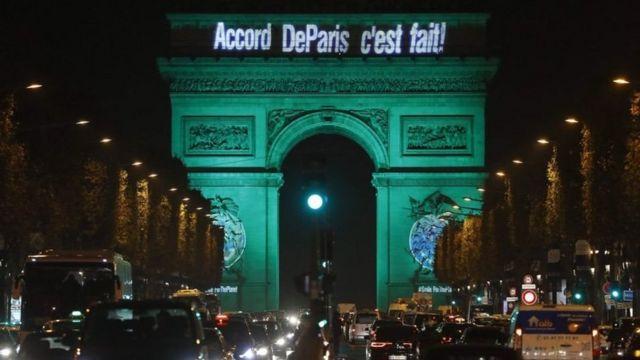 El Arco del Triunfo de París anuncia el acuerdo