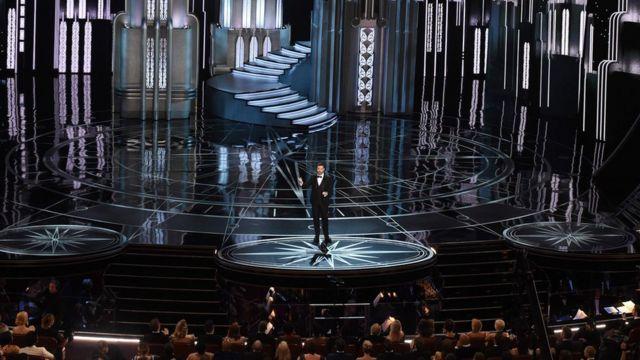 Jimmy Kimmel presenta la 89 edición de los Oscar